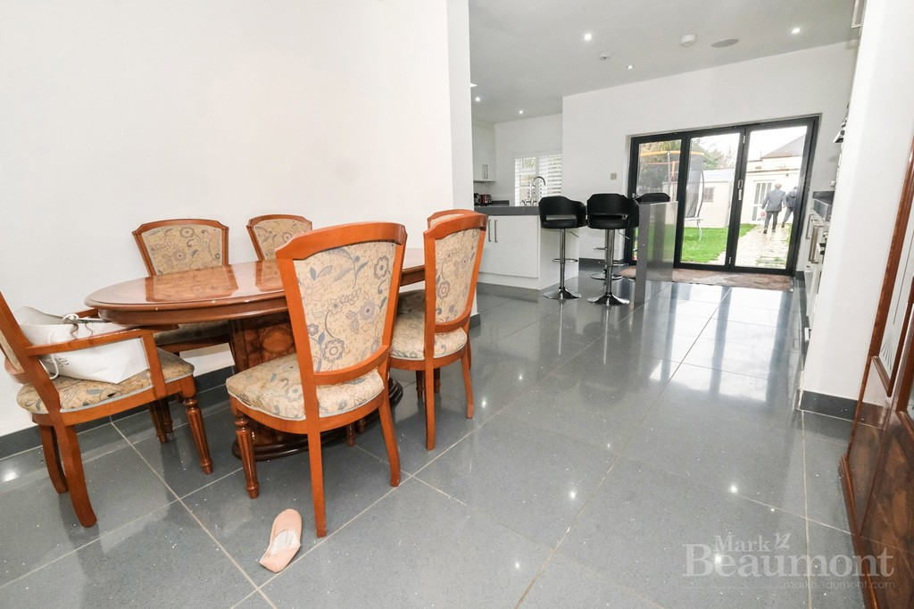 4 bed house for sale in Callander Road, London 5