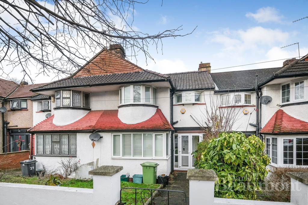 3 Bedroom mid terrace family house with a large garden, garage. In a very pleasant residential road around the corner from the superb Grove Park Station and parks. #AskBeaumont