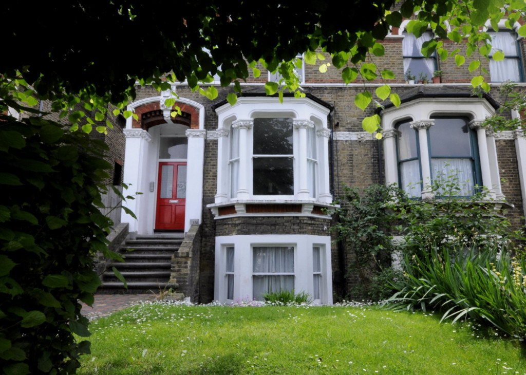 2 bed flat to rent in New Cross Road, London  - Property Image 1