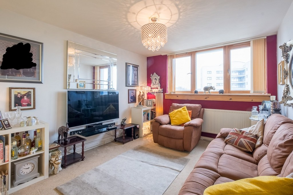 To let. A 7th floor one bedroom furnished flat with a lift. Centrally located, ideal for Lee station and a walk up to Blackheath.