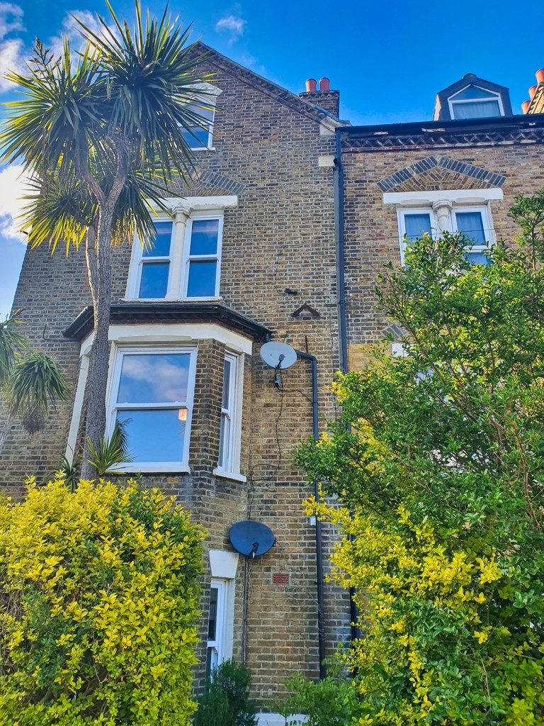 1 bed ground floor flat to rent in Ryecroft Road, Lewisham - Property Image 1