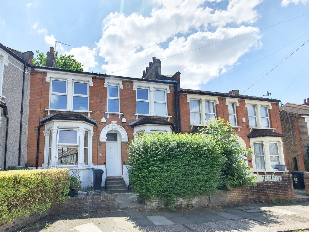 Garden flat to let, backing onto Mountsfield Park. The entire ground floor of this double fronted and attractive building. Two bedrooms nice and modern inside with direct access to some lovely green space. Available End of August 2021.  #AskBeaumont