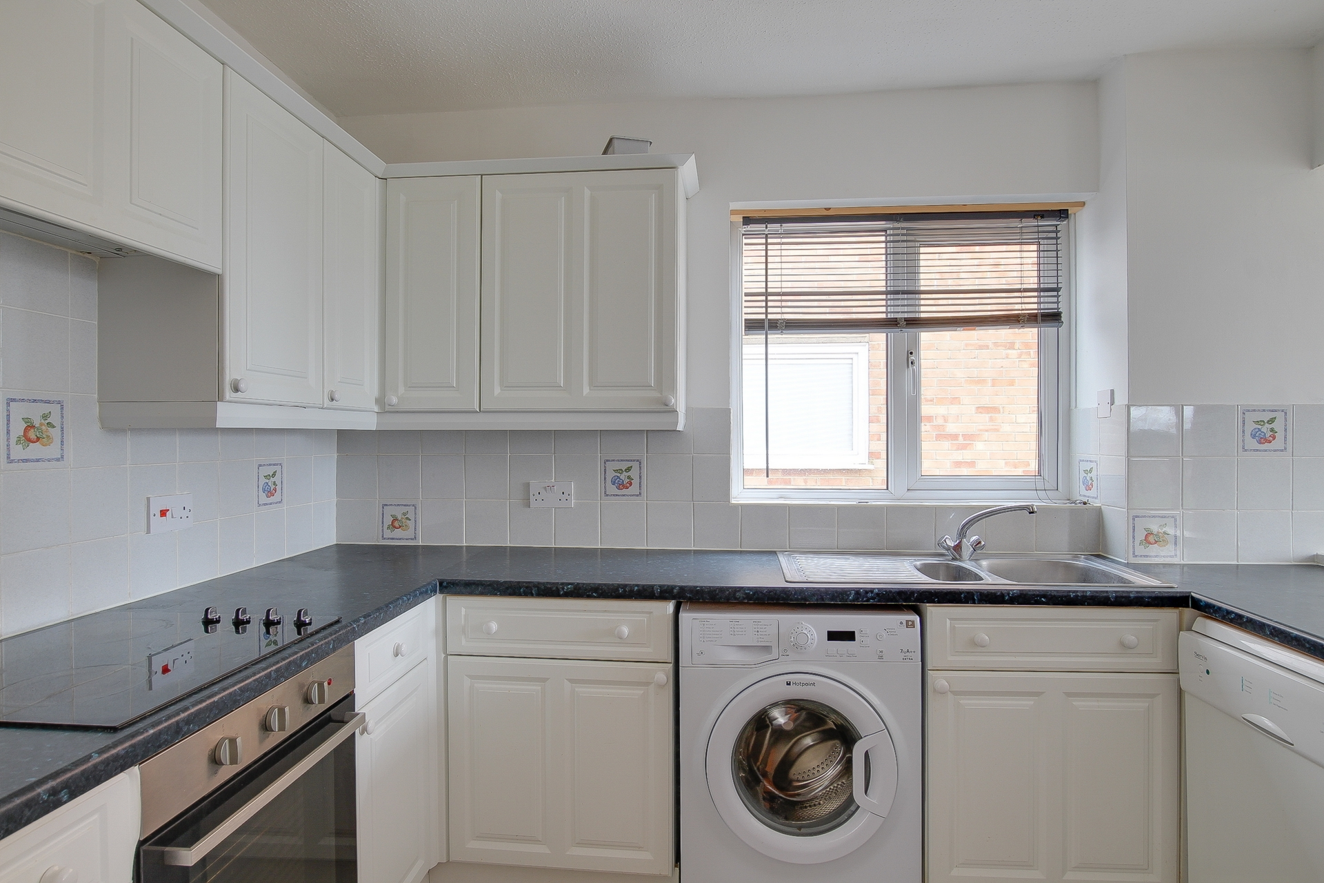 2 bed apartment to rent in The Parade, Birchington, CT7 1