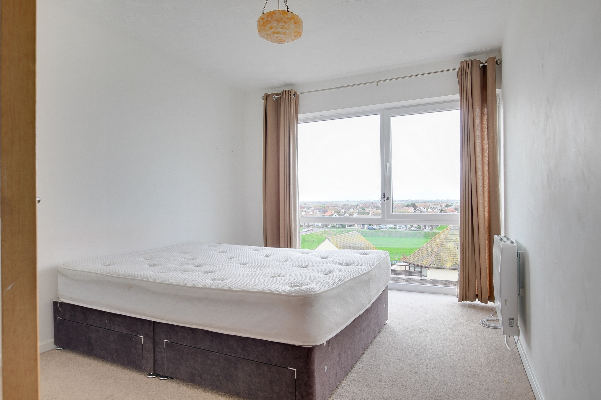2 bed apartment to rent in The Parade, Birchington, CT7 5