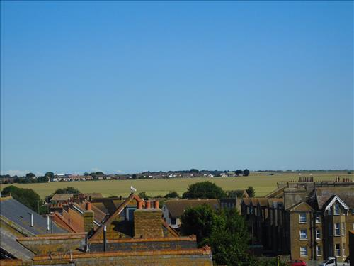 2 bed apartment to rent in The Parade, Birchington, CT7 9
