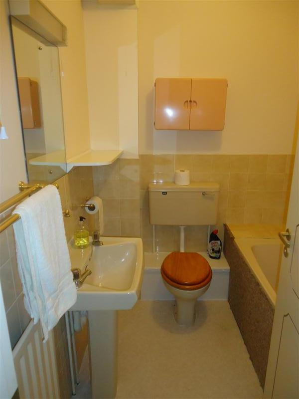 2 bed flat to rent in Canterbury Road, Birchington, CT7 3