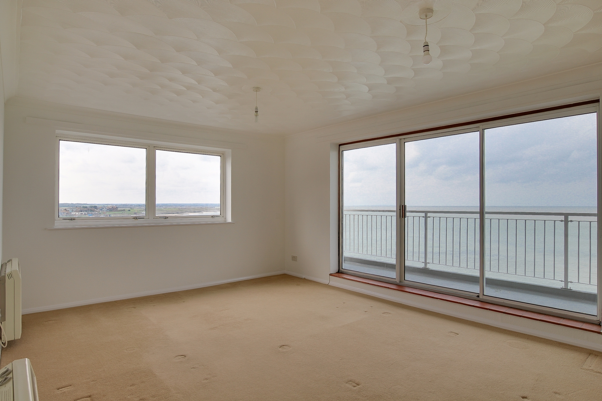 2 bed flat to rent in The Parade, Minnis Bay, CT7 1