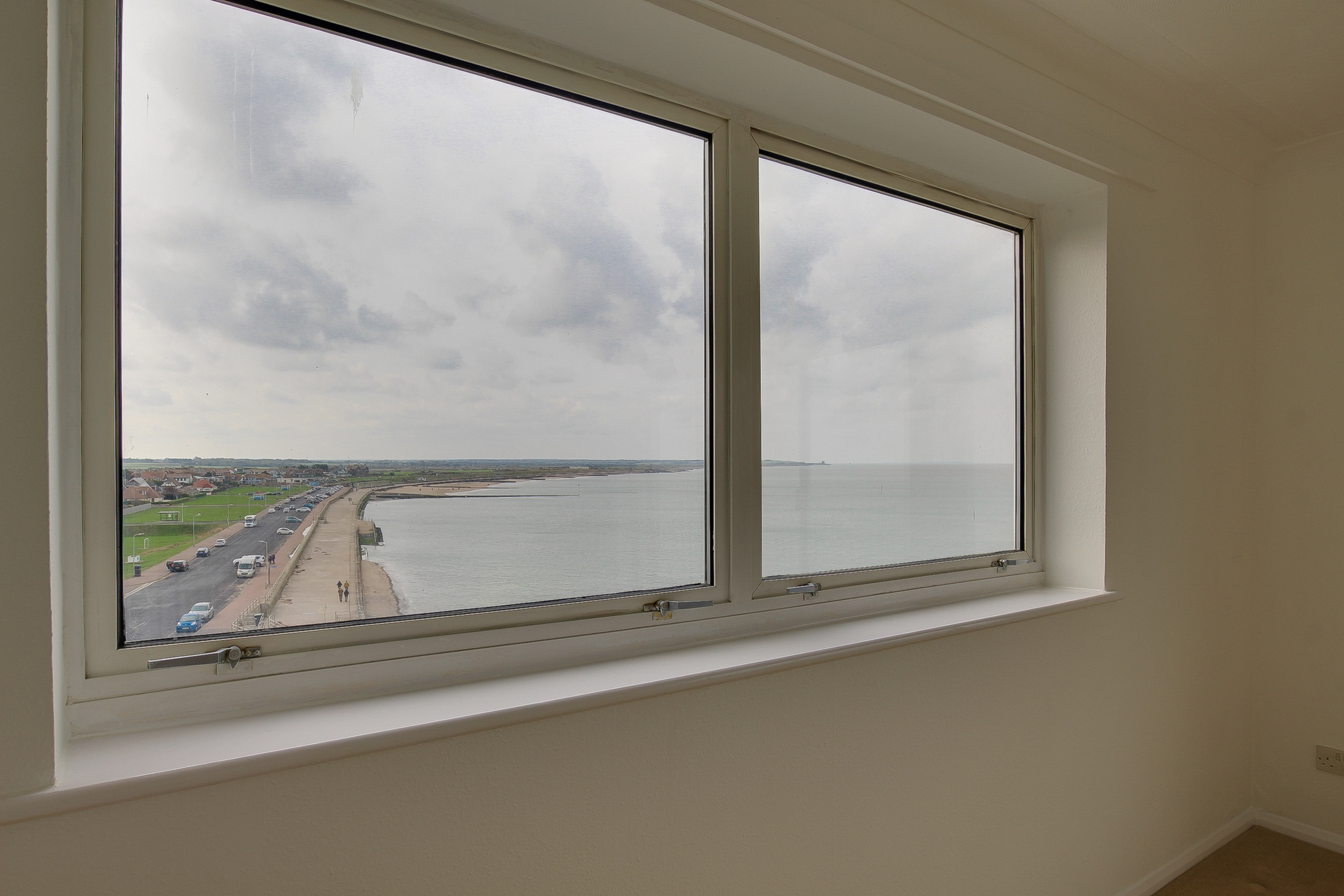 2 bed flat to rent in The Parade, Minnis Bay, CT7 2