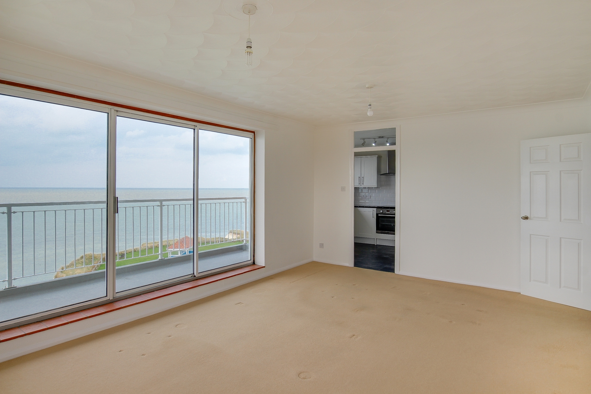 2 bed flat to rent in The Parade, Minnis Bay, CT7 3