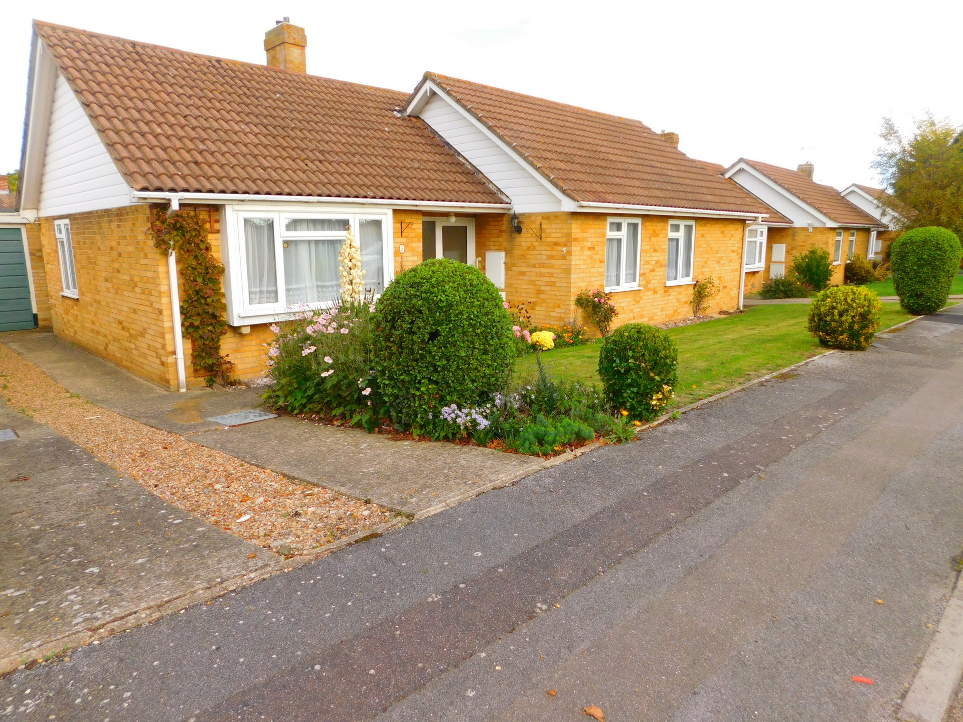 3 bed bungalow to rent in Cheesmans Close, Nr Ramsgate  - Property Image 1