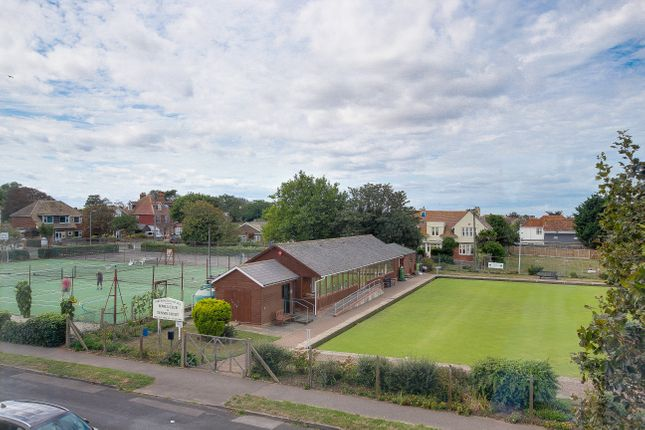 2 bed flat to rent in Carmel Court, Beach Avenue, Birchington - Property Image 1