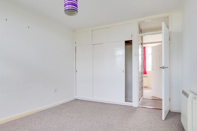 2 bed flat to rent in Beach Avenue, Birchington, CT7  - Property Image 3