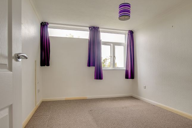 2 bed flat to rent in Beach Avenue, Birchington, CT7  - Property Image 1