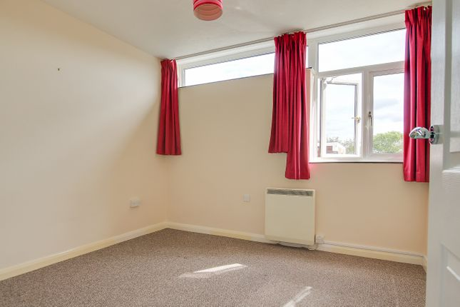 2 bed flat to rent in Beach Avenue, Birchington, CT7 6