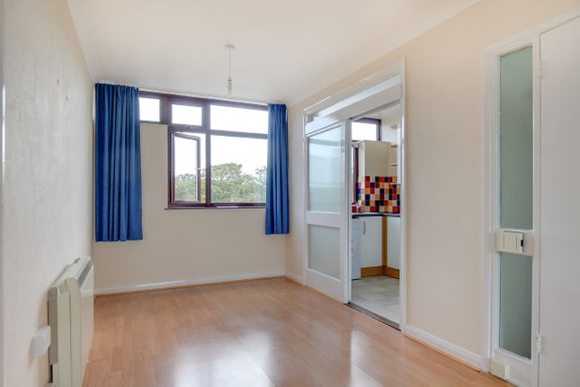 2 bed flat to rent in Beach Avenue, Birchington, CT7  - Property Image 12
