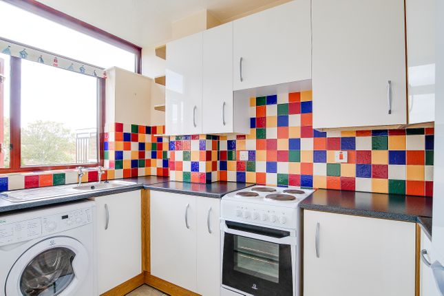 2 bed flat to rent in Carmel Court, Beach Avenue, Birchington  - Property Image 9