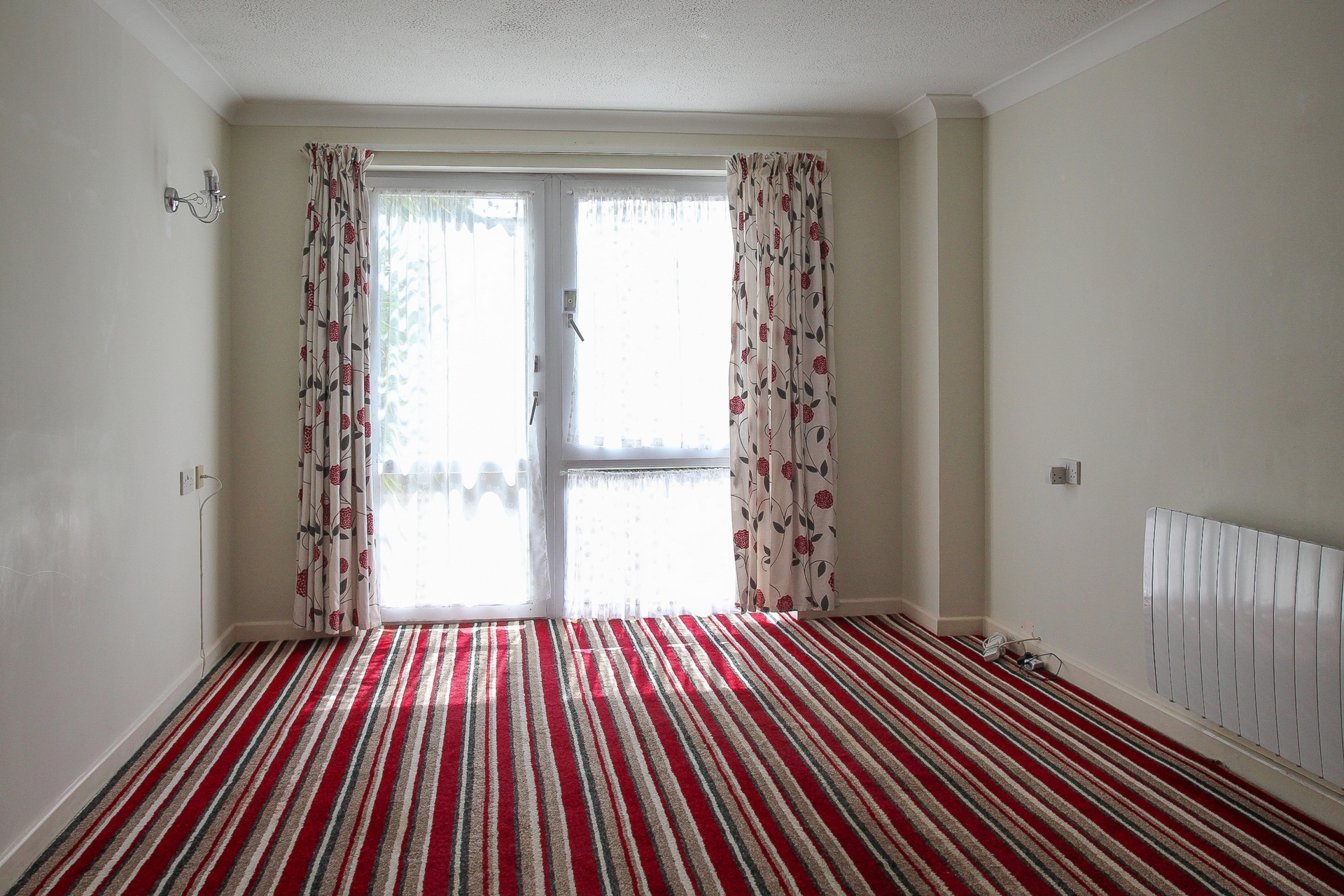 1 bed flat for sale in Homebirch House, Hunting Gate  - Property Image 3