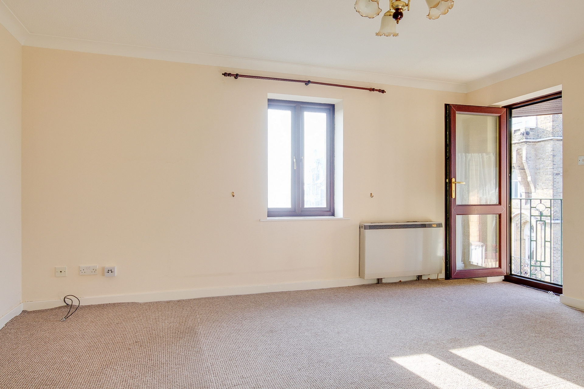 2 bed flat to rent in Victoria Road, Ramsgate, CT11 2