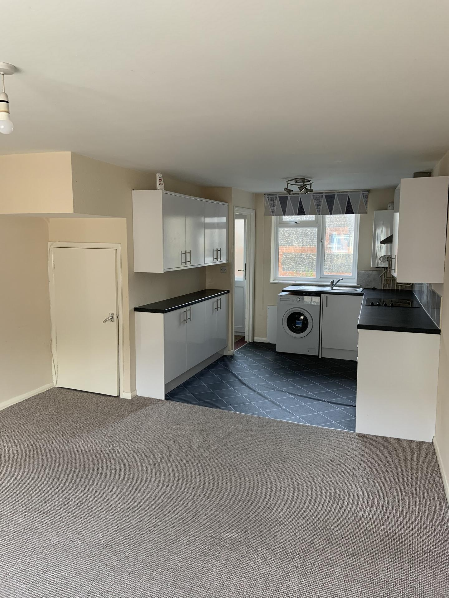 2 bed flat to rent in Station Road, CT7