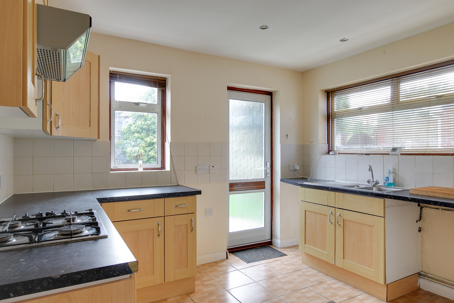 2 bed bungalow to rent in Maxine Gardens, St. Peters, CT10 2