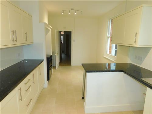 4 bed house to rent in Epple Bay Road, Birchington 1