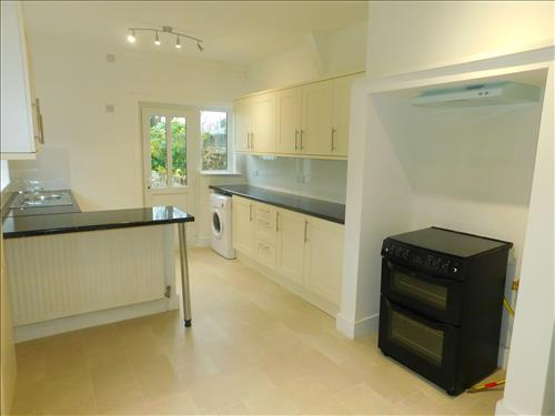 4 bed house to rent in Epple Bay Road, Birchington 2