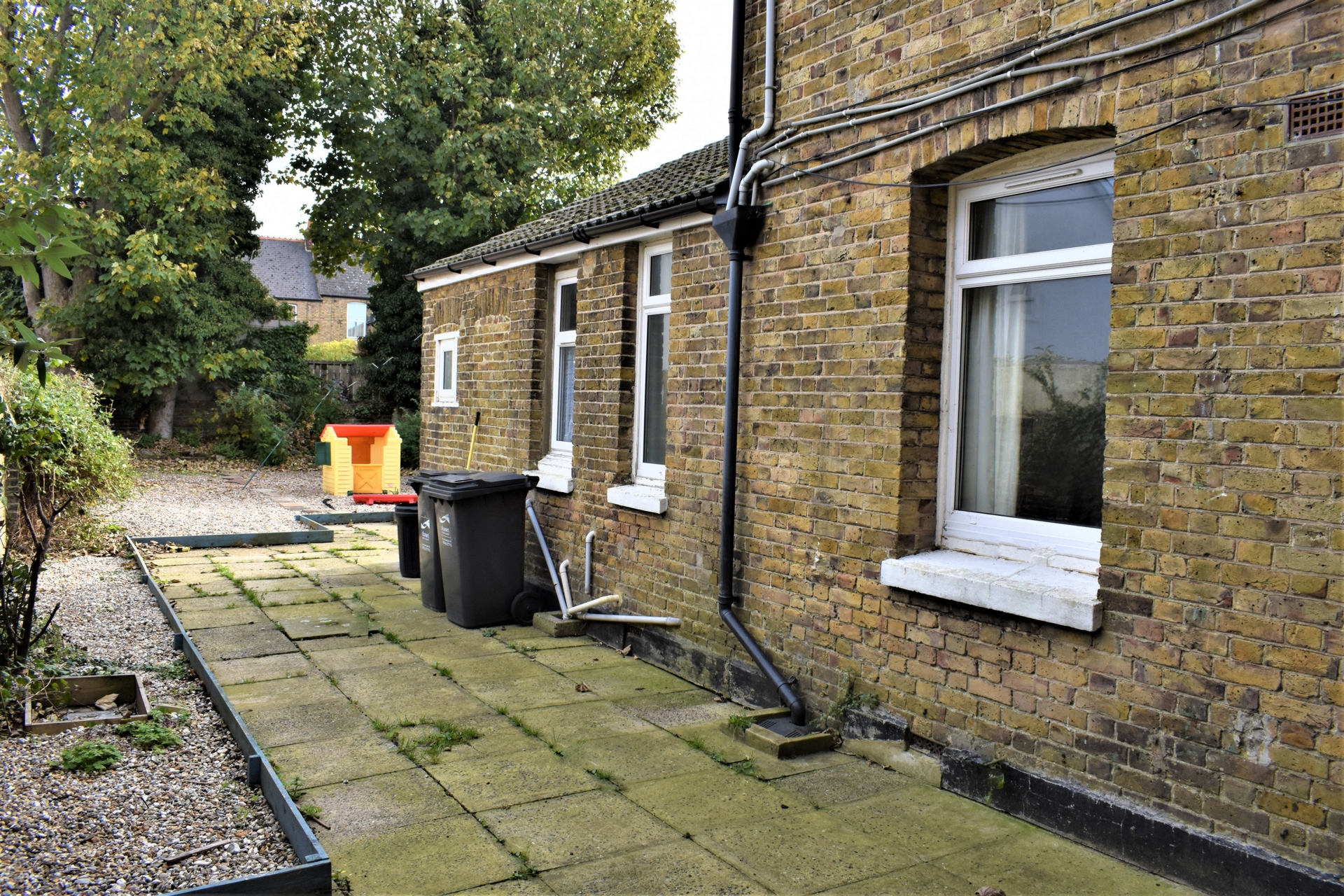 4 bed flat for sale in Harold Road, Margate 2