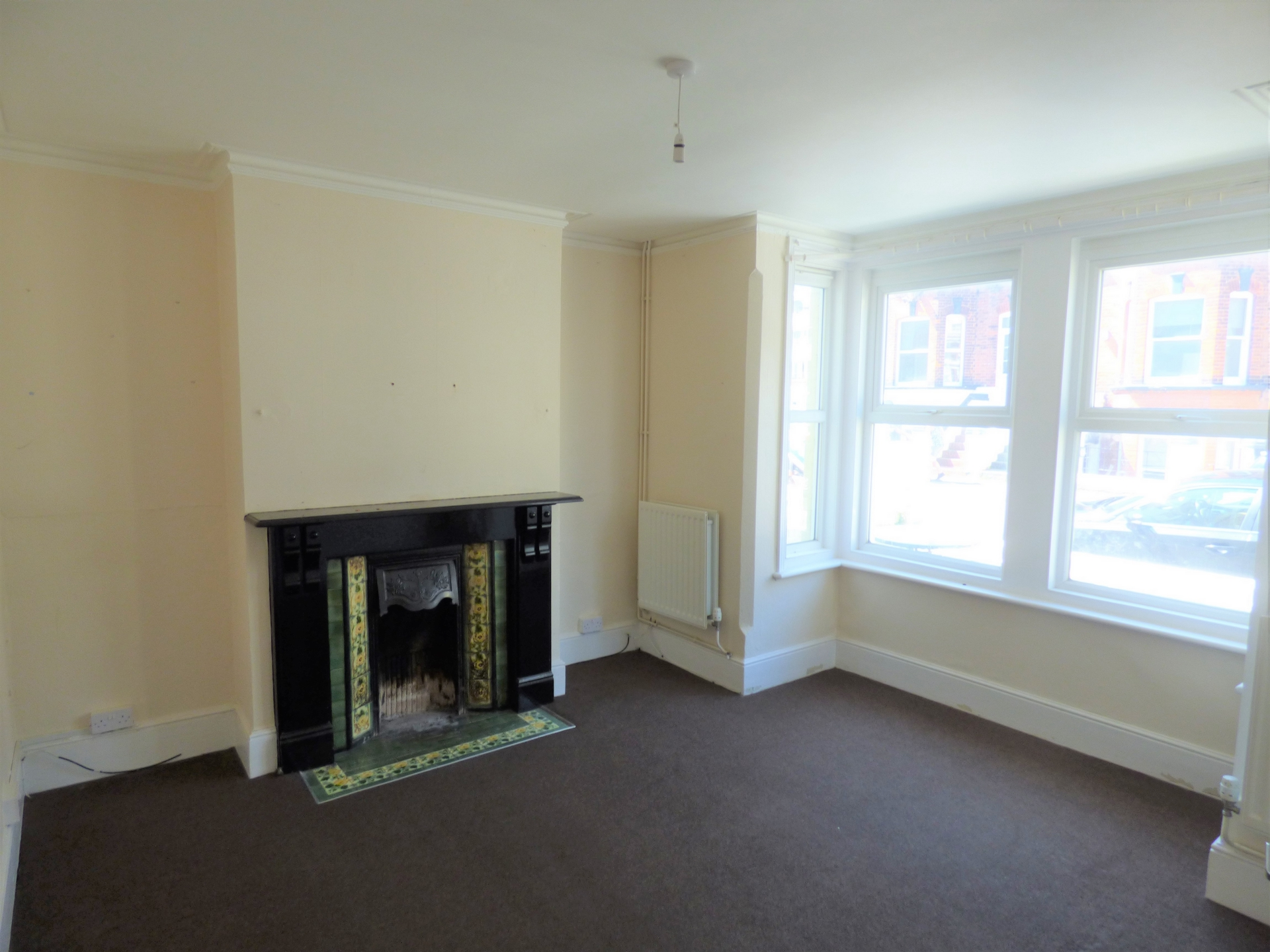 4 bed end of terrace house for sale in Crescent Road, Margate 1