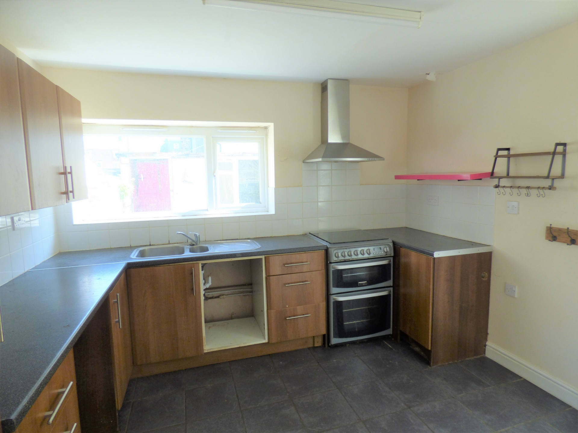 4 bed end of terrace house for sale in Crescent Road, Margate 3