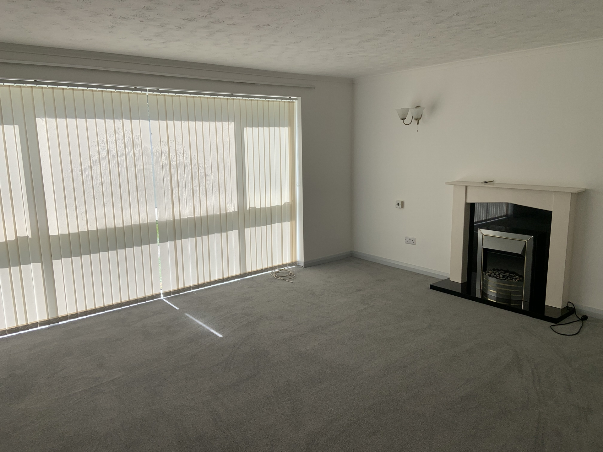 2 bed flat to rent in Geoffrey Court, Alpha Road - Property Image 1