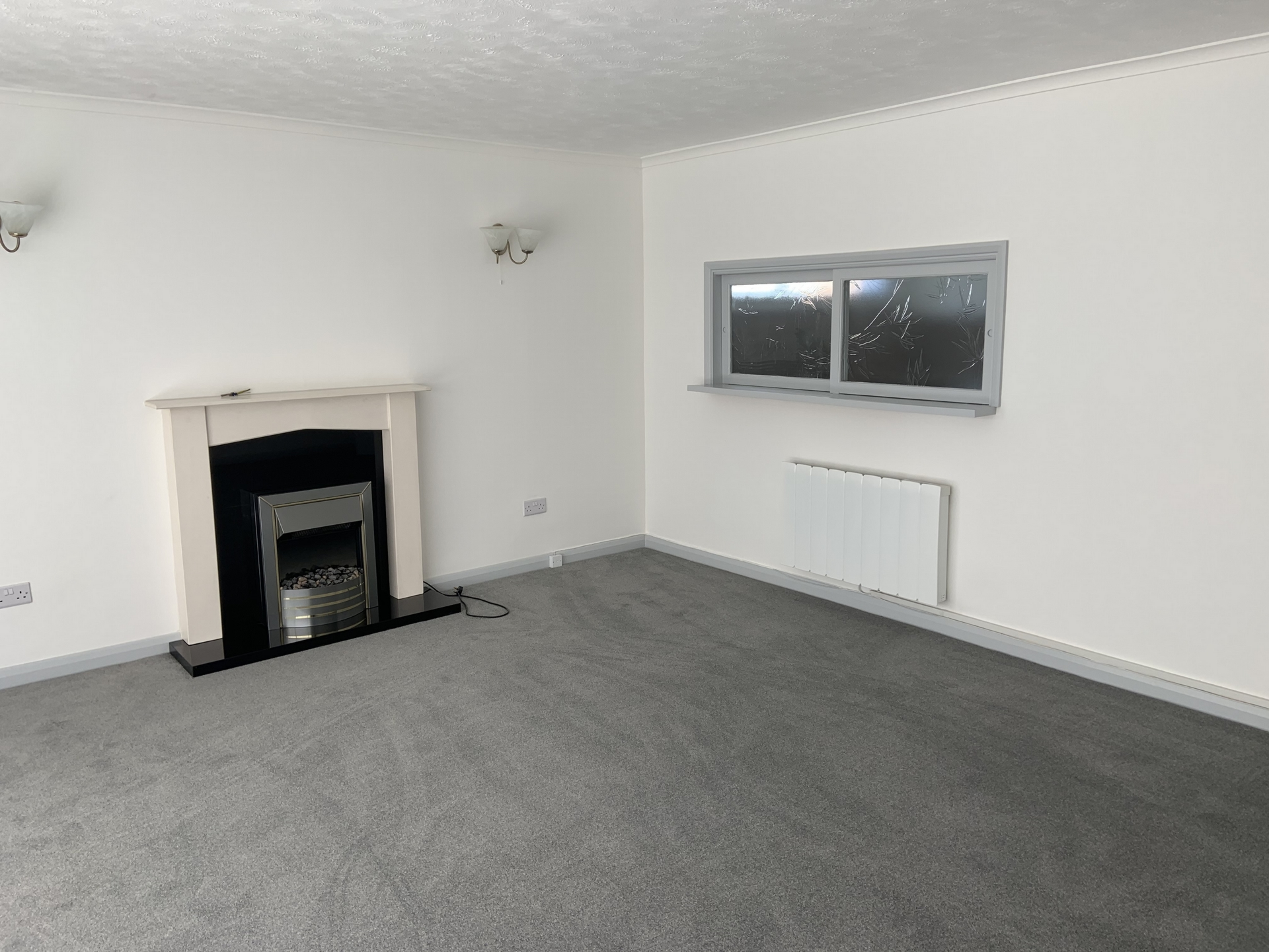 2 bed flat to rent in Geoffrey Court, Alpha Road 3