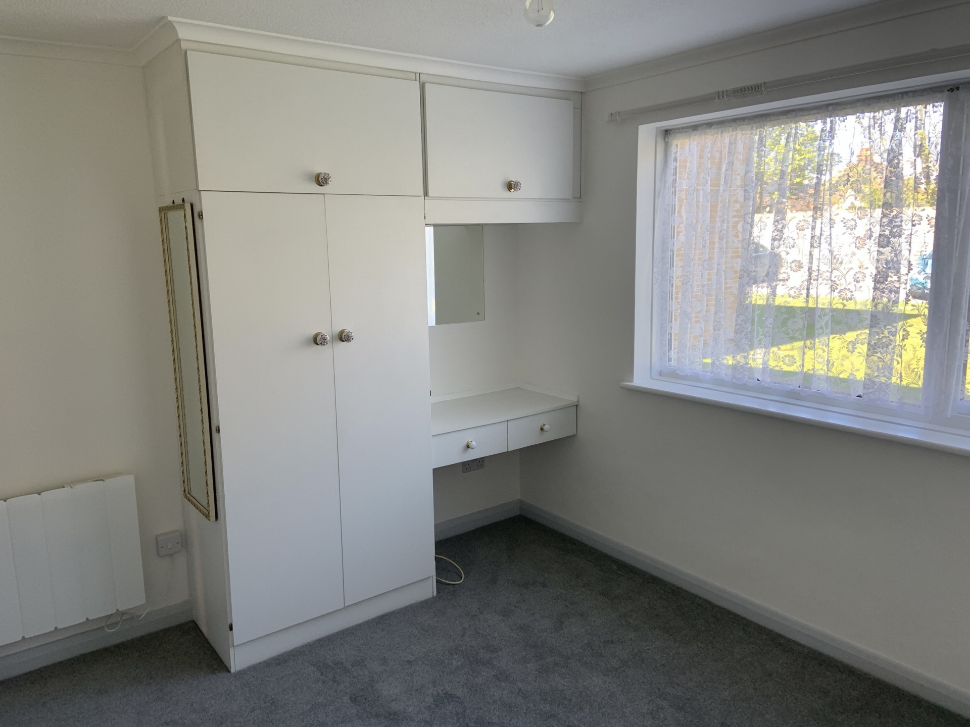 2 bed flat to rent in Geoffrey Court, Alpha Road 5