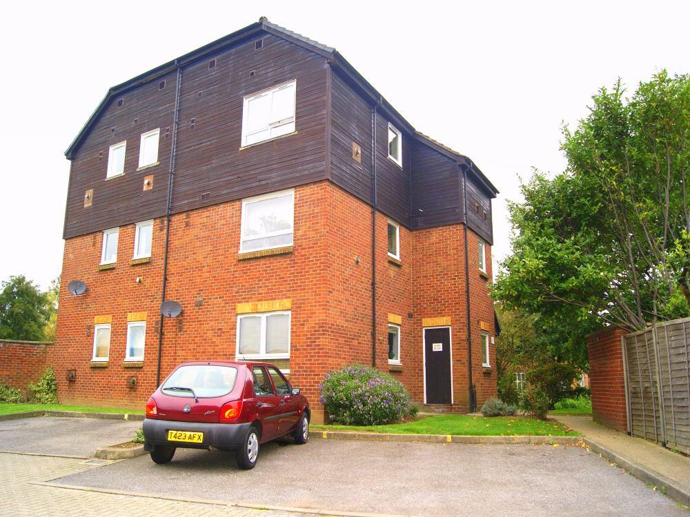 1 bed apartment to rent in Braemar Gardens, Cippenham, Berkshire, Cippenham, SL1