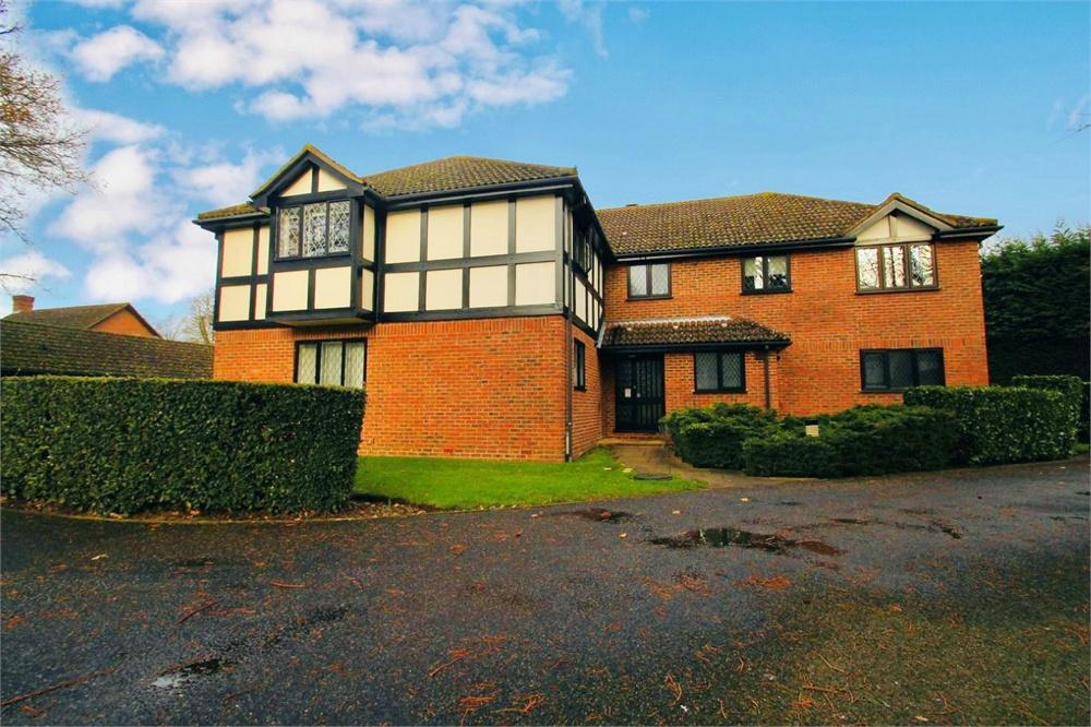 1 bed apartment to rent in Newton Court, Old Windsor, Berkshire, Old Windsor, SL4