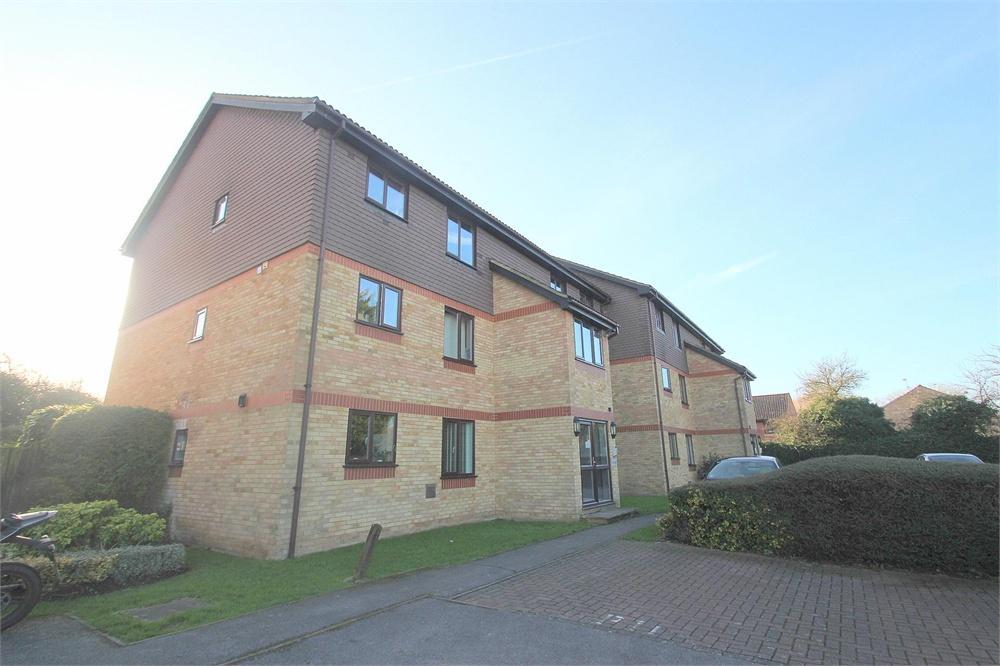 2 bed apartment to rent in Spring Park, Datchet, Berkshire, Datchet, SL3