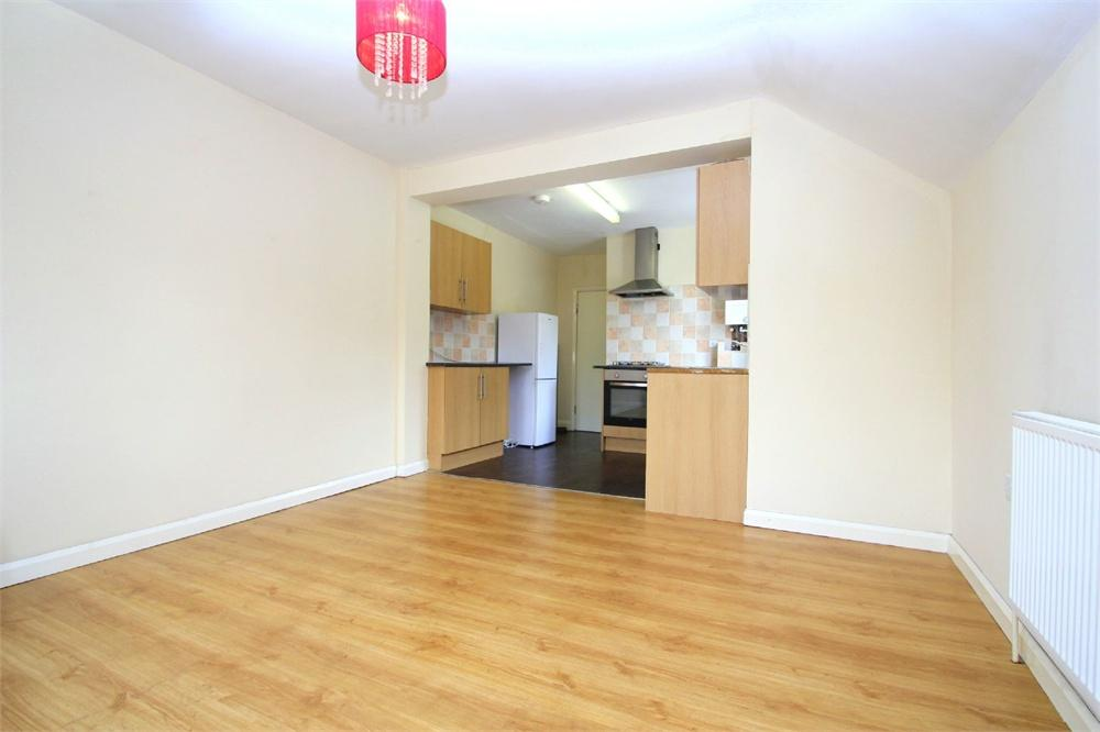 5 bed house to rent in Staines Road, Wraysbury, Berkshire, Wraysbury, TW19