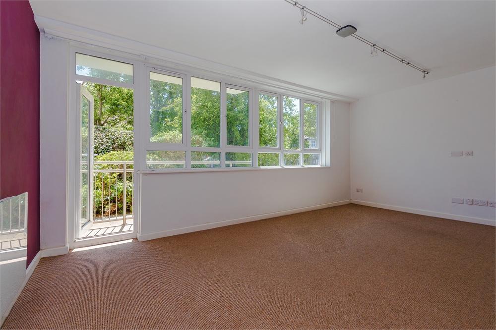 2 bed apartment to rent in Bathurst Walk, Richings Park, Buckinghamshire, Richings Park, SL0