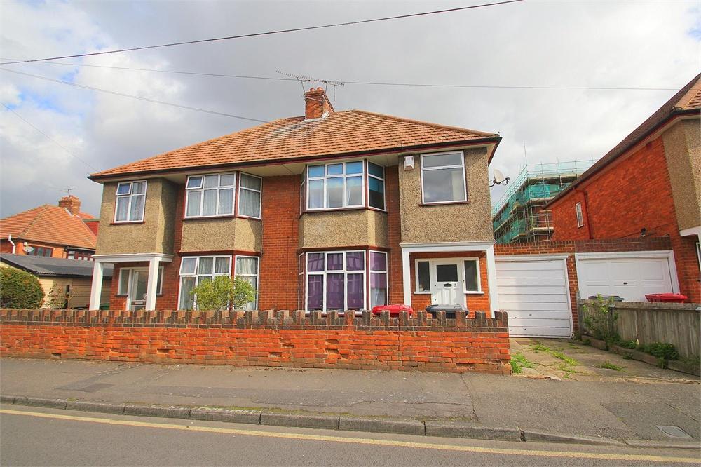 3 bed house to rent in Ellis Avenue, Slough, Berkshire, Slough, SL1
