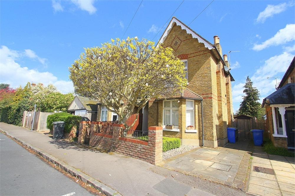 4 bed house to rent in Montagu Road, Datchet, Berkshire, Datchet, SL3