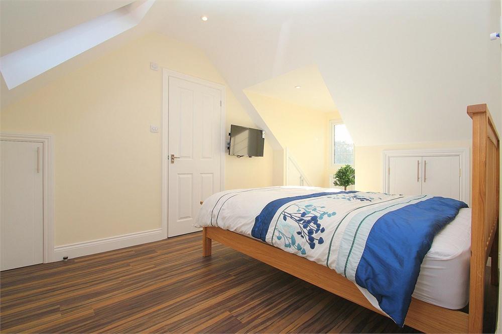 Apartment to rent in High Street, Burnham, Buckinghamshire, Burnham, SL1