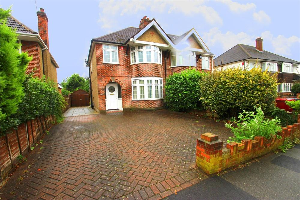3 bed house to rent in Upton Court Road, Langley, Berkshire, Langley, SL3