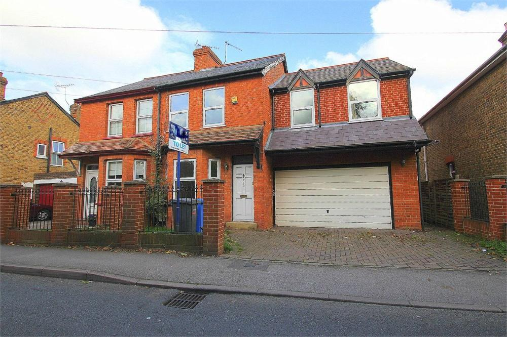 3 bed house to rent in Staines Road, Wraysbury, Berkshire, Wraysbury, TW19