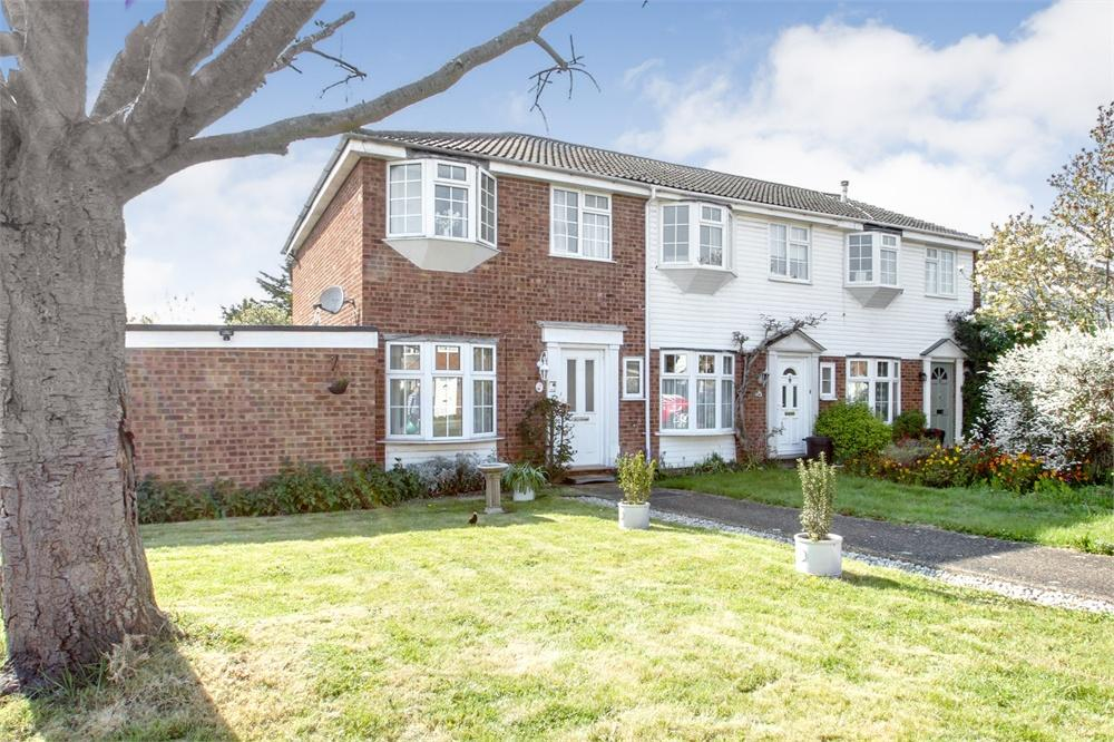 3 bed house to rent in Belgrave Mews, Uxbridge, Middlesex, Uxbridge, UB8
