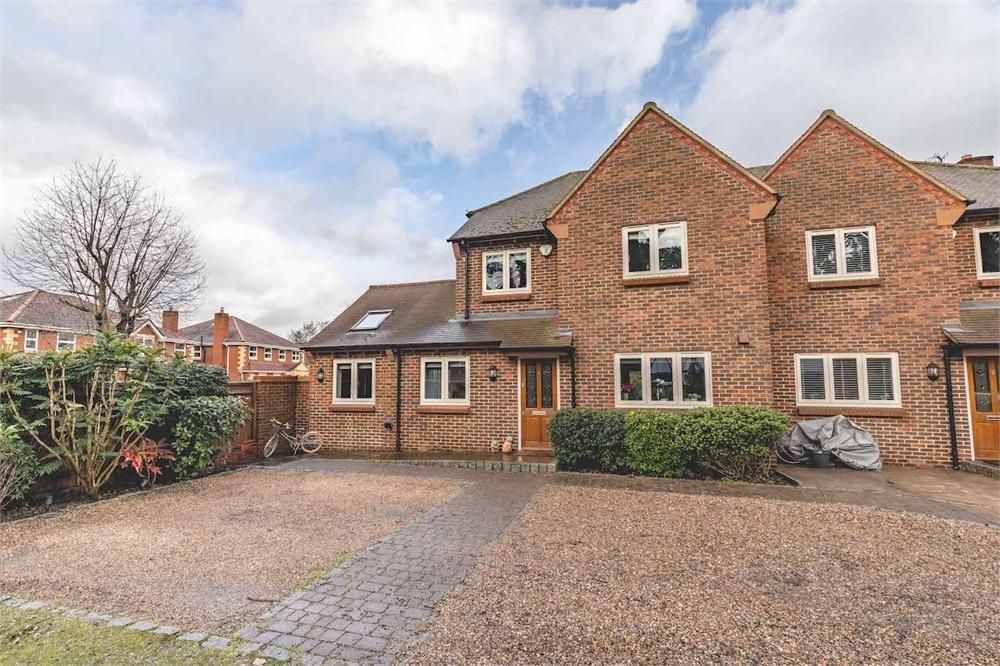 3 bed house for sale in Main Drive, Richings Park, Buckinghamshire, Richings Park, SL0