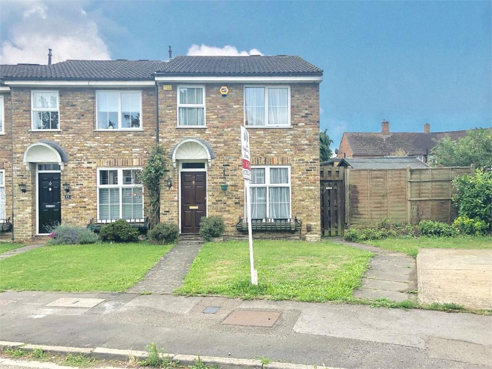 3 bed house to rent in Holmsdale Close, Iver, Buckinghamshire, Iver, SL0