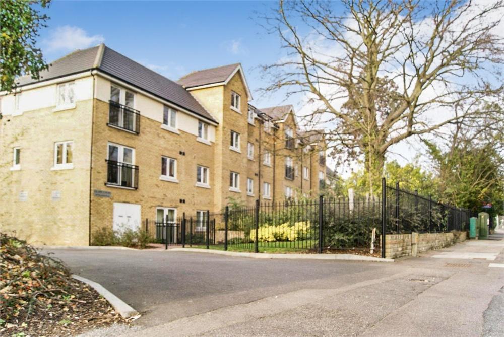 2 bed apartment to rent in Harefield Road, Uxbridge, Middlesex, Uxbridge, UB8
