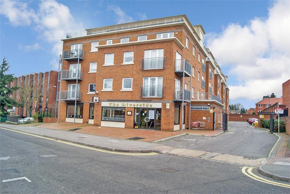 3 bed apartment to rent in High Street, Uxbridge, Middlesex, Uxbridge, UB8