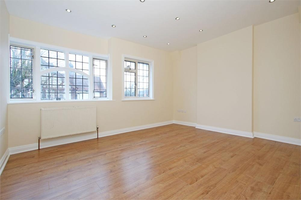 2 bed apartment to rent in Wellesley Avenue, Iver, Buckinghamshire, Iver, SL0