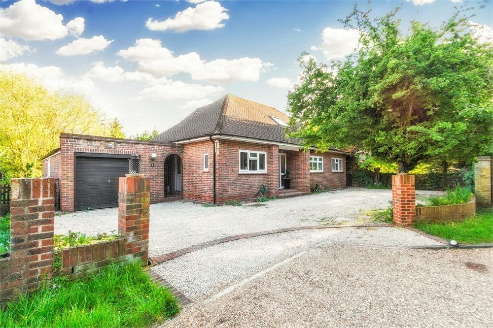 4 bed house to rent in The Drive, Datchet, Berkshire, Datchet, SL3