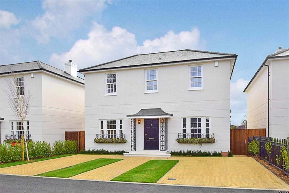4 bed house to rent in Mead Close, Datchet, Berkshire, Datchet, SL3